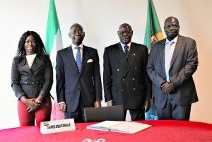 El Embajador Carmelo Nvono Ncá firma el Acuerdo de Georgetown